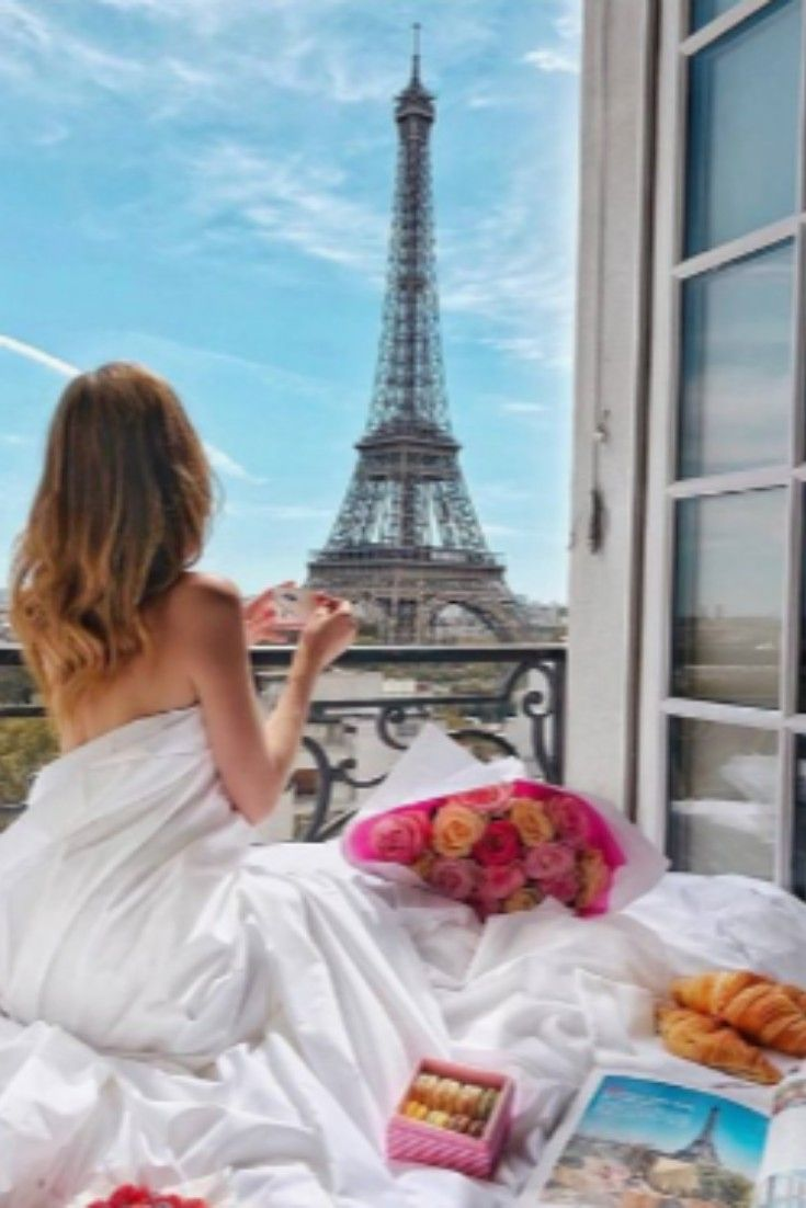 Discover the most beautiful places in Paris to take your Instagram profile to the next level. These are the must-visit places ou shouldn't miss out on for your next trip to Paris. #paris #cityoflove #parisphotoideas