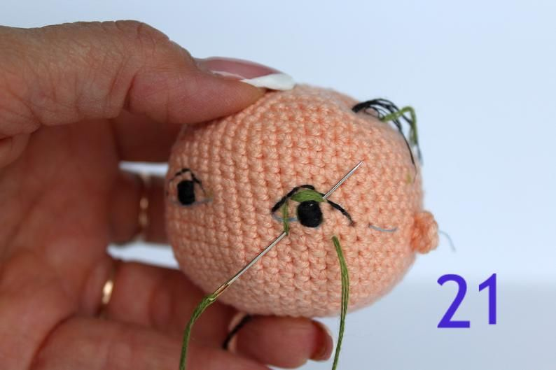 Best Amigurumi Tips and Tricks for Doll Faces - thefriendlyredfox.com | 529x794