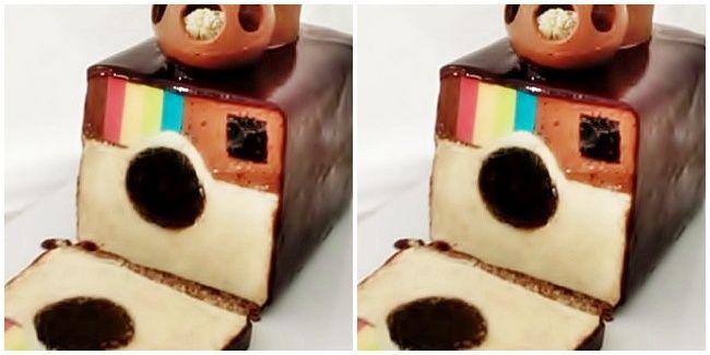 Vemale.com - Siap-siap bergaya narsis ketika memakan kue ini ya ladies!