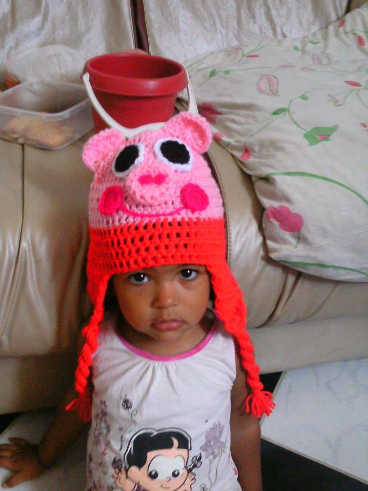 touca em crochê peppa pig compre online no site www.crocheprabebe.com.br
