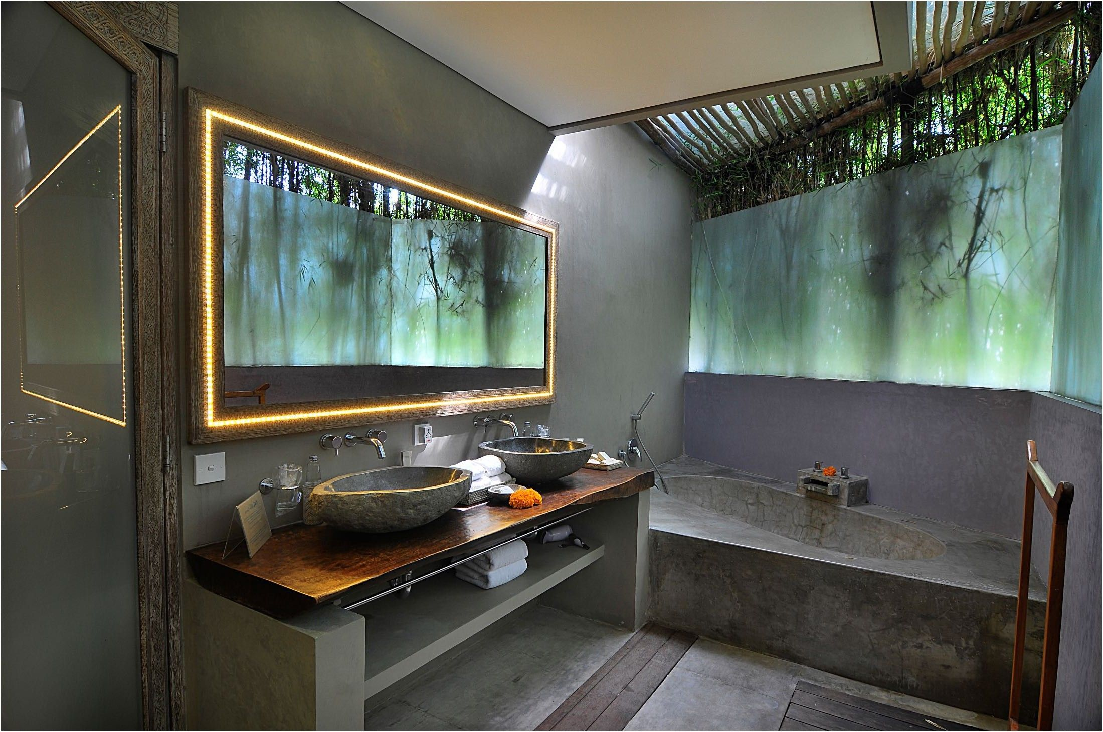 Balinese bathroom design gurdjieffouspensky from bali for Balinese bathroom design