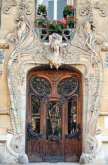 Art Nouveau building from the architect Jules Lavirotte, sculptures by Jean-François Larrivé (1875-1928).