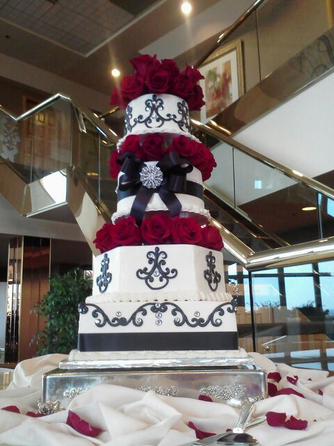 Beautiful Red Roses For A Wedding Cake At The Tower Club In Springfield, Mo.