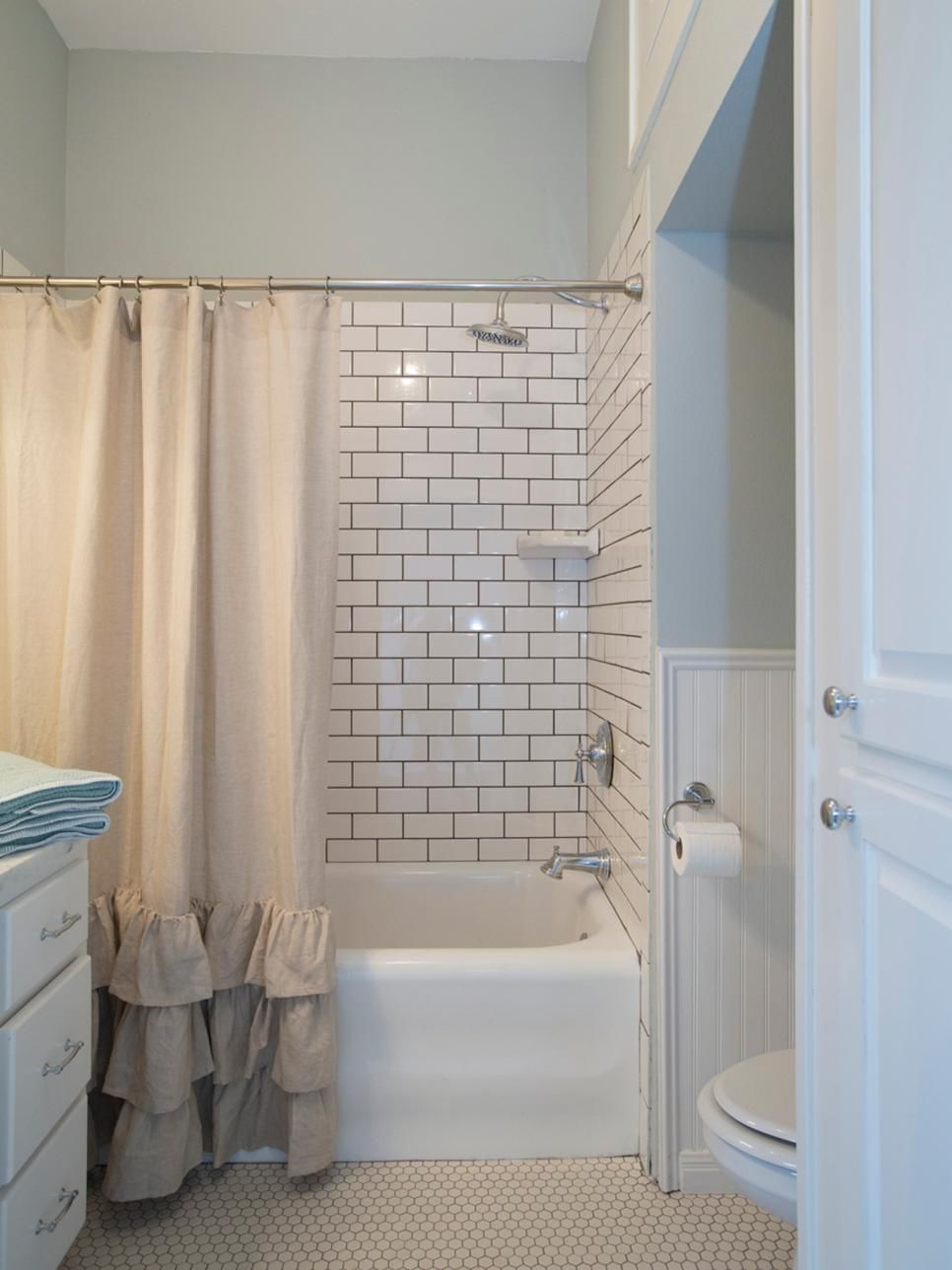 Fixer upper 39 s best bathroom flips beadboard wainscoting for Looking for bathroom designs