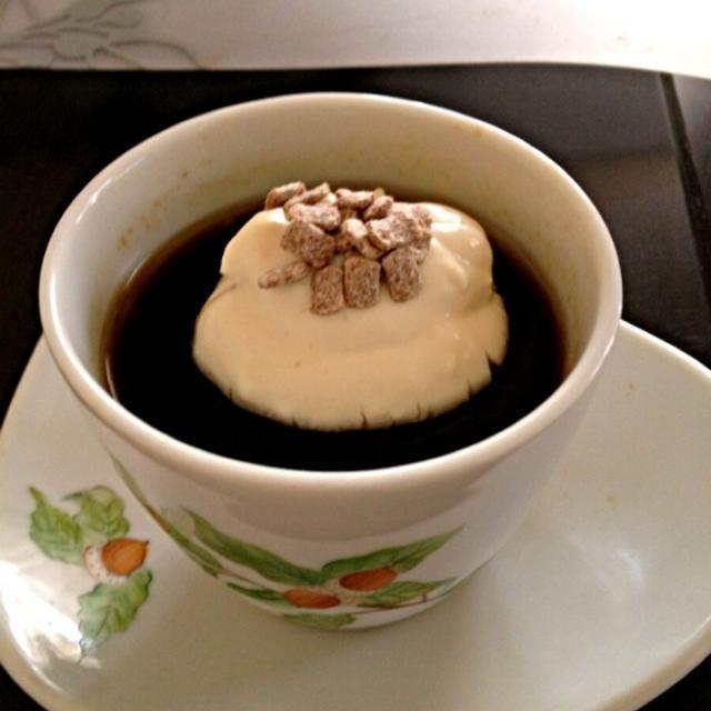 今日も暑いので、ゼリー。濃いめのコーヒーに、ホイップ。 - 2件のもぐもぐ - コーヒーゼリー by momo123