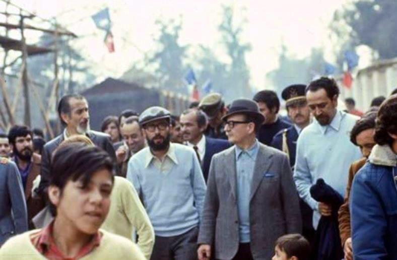 """Alberto Sironvalle en Twitter: """"Presidente Salvador Allende recorre el Pueblito…"""