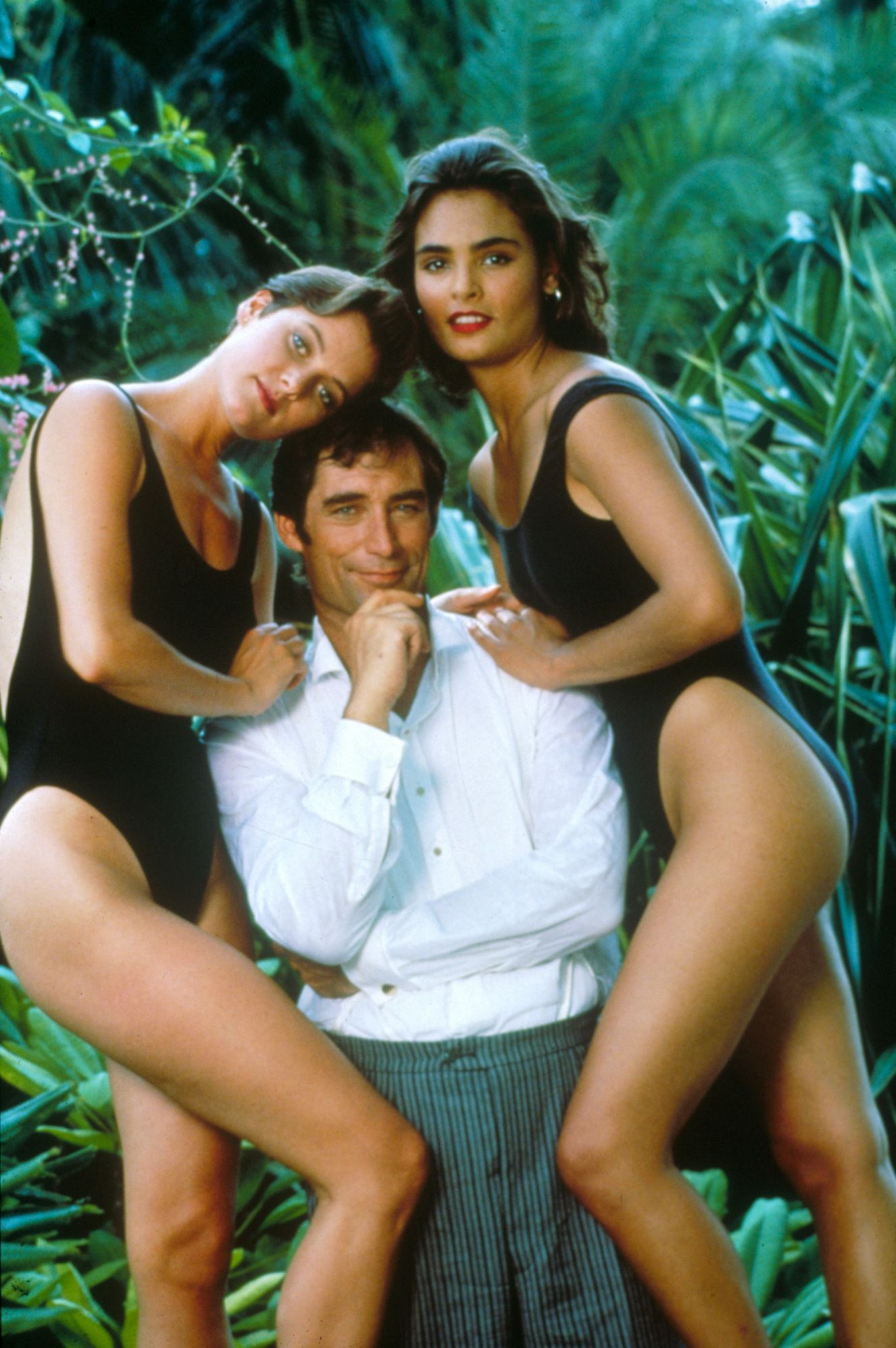 The Cast Of Licence To Kill Pose For The Press 1989 L To R Carey Lowell Timothy Dalton Talisa Soto