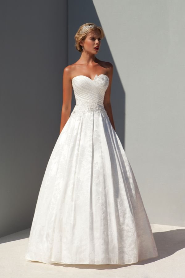 The dramatic new wedding dress collection from Donna Salado ...
