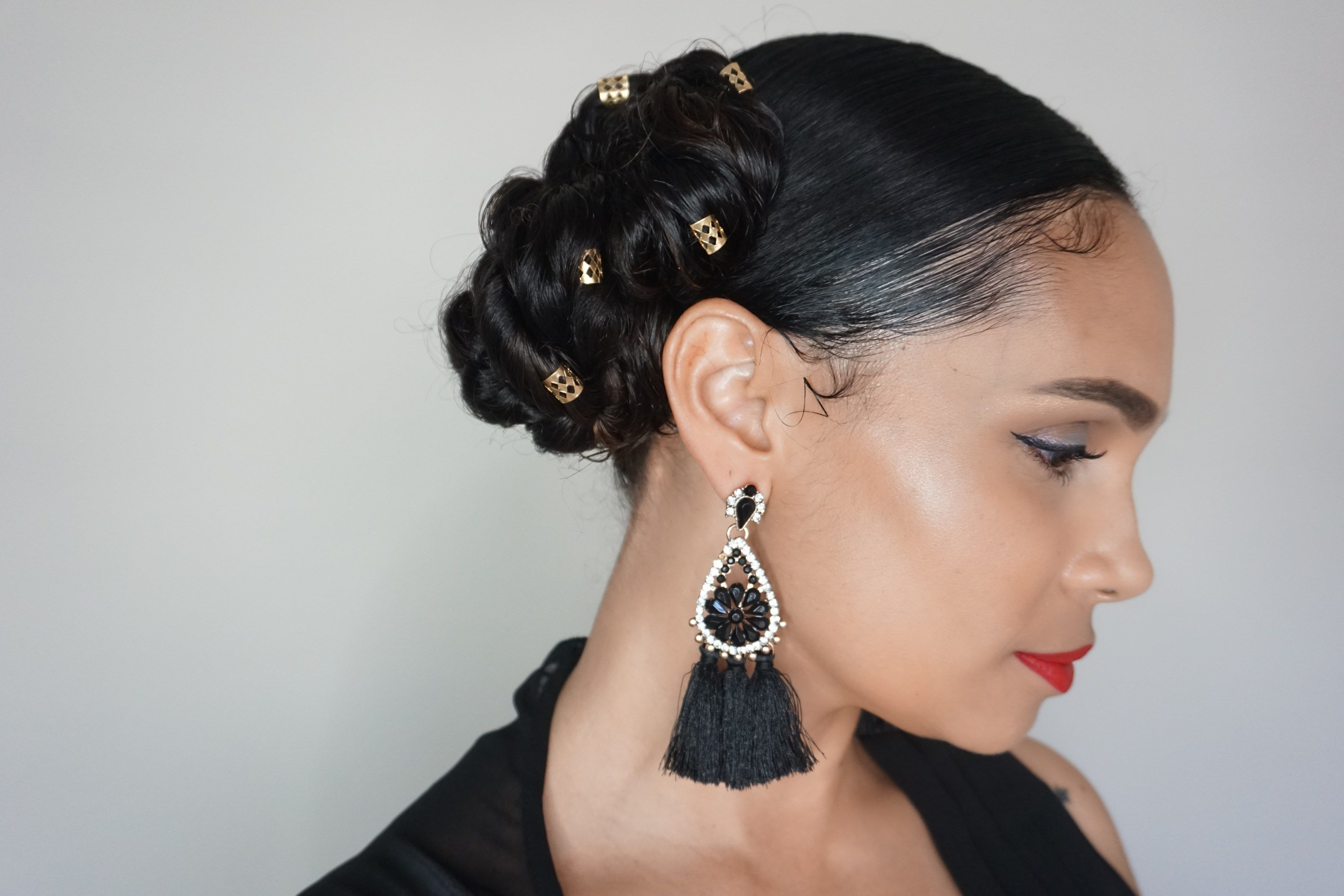 This super easy hairstyle is perfect for holiday partiestiffany d
