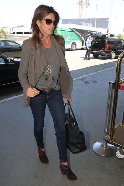 5b54724c4786 Love the casual look of Cindy Crawford.