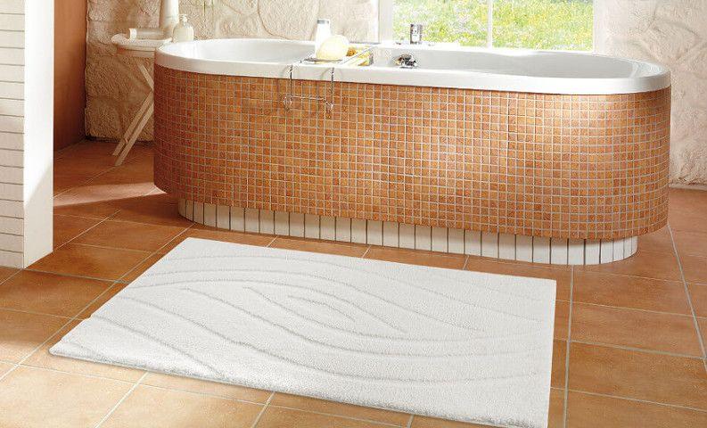 Ein Badezimmerteppich trägt maßgeblich zum Gesamteindruck des Raumes ...