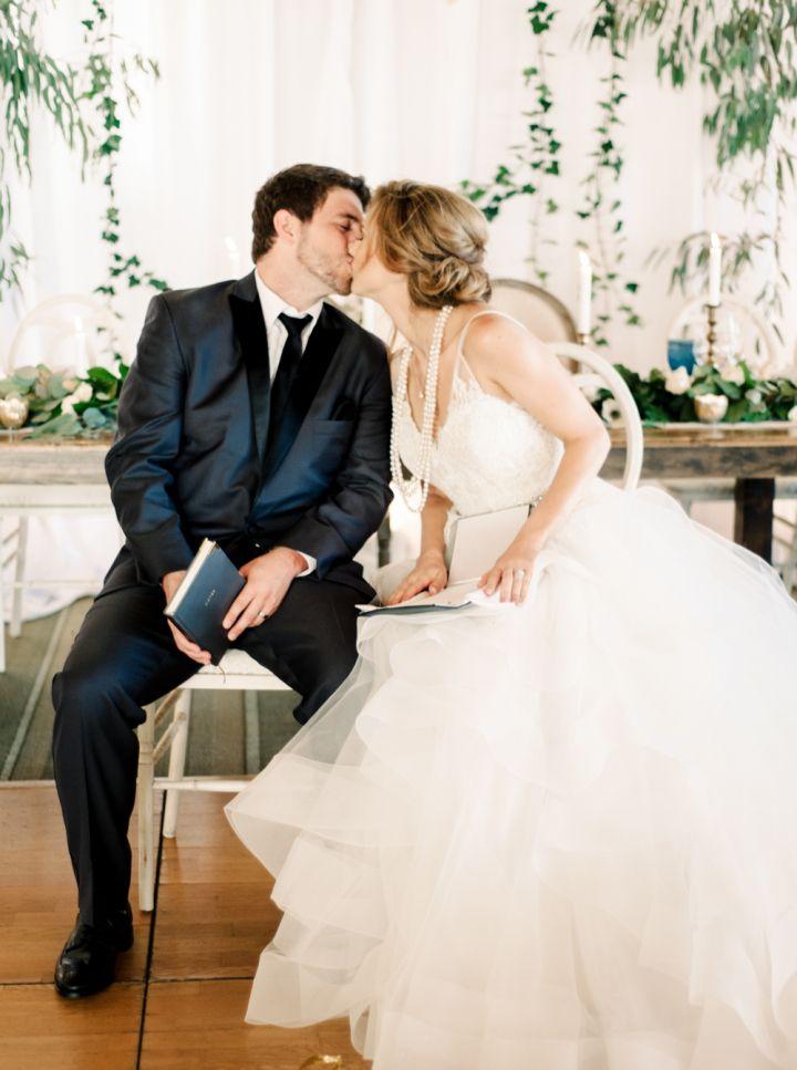Bride and groom wedding photo #weddingideas #musttakephoto