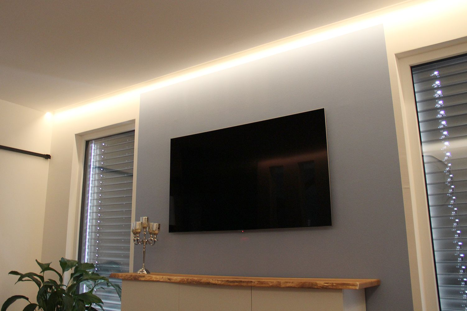 Led Strip Furs Wohnzimmer In 2020 Wohnzimmerbeleuchtung Led Stripes Moderne Beleuchtung