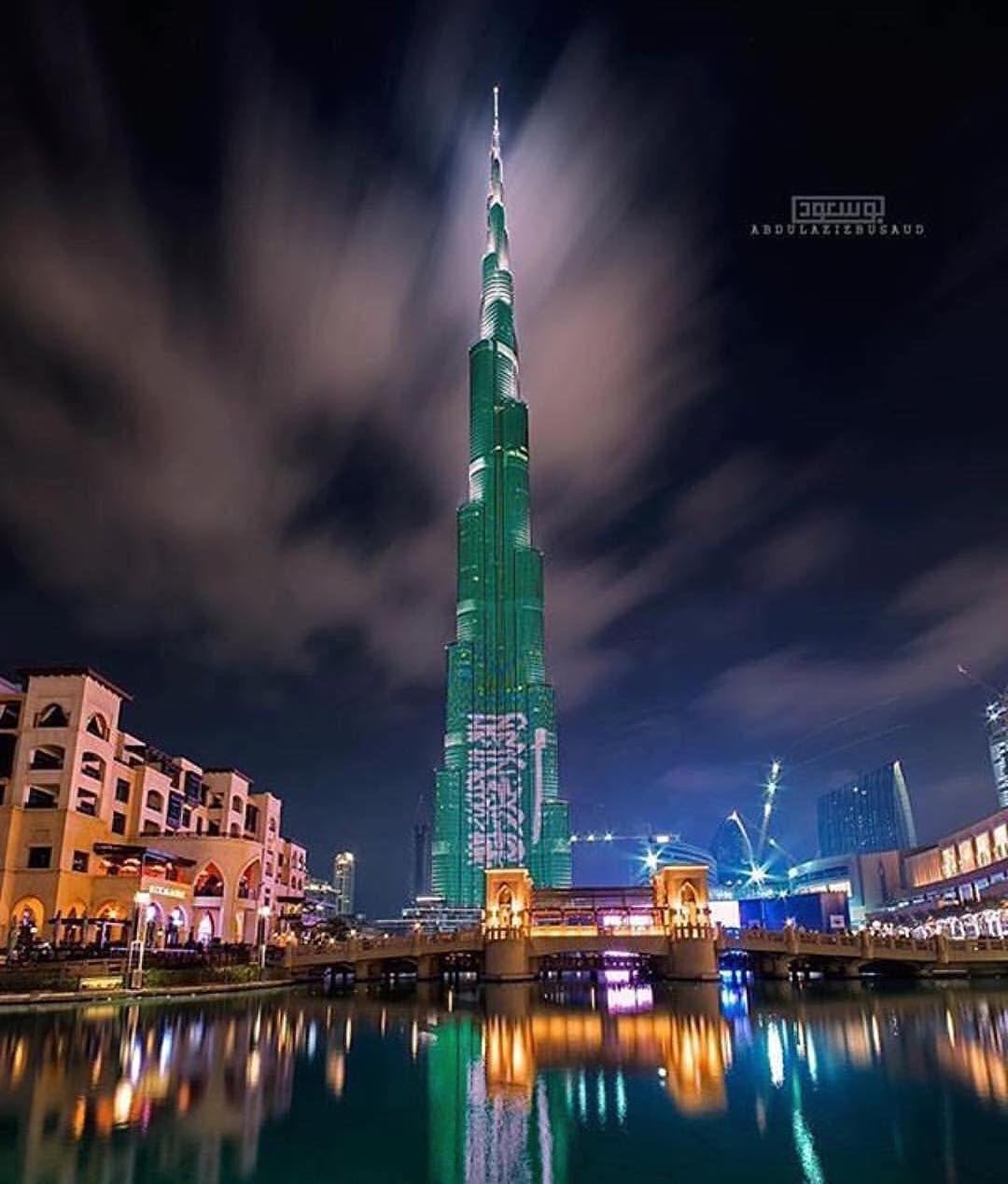 أيقونة دبي أطول ناطحة سحاب في العالم برج خليفة يتزين هذا المساء بألوان العلم السعودي احتفالا مع الشعب السعودي الشقيق Ksa Saudi Arabia Burj Khalifa Landmarks