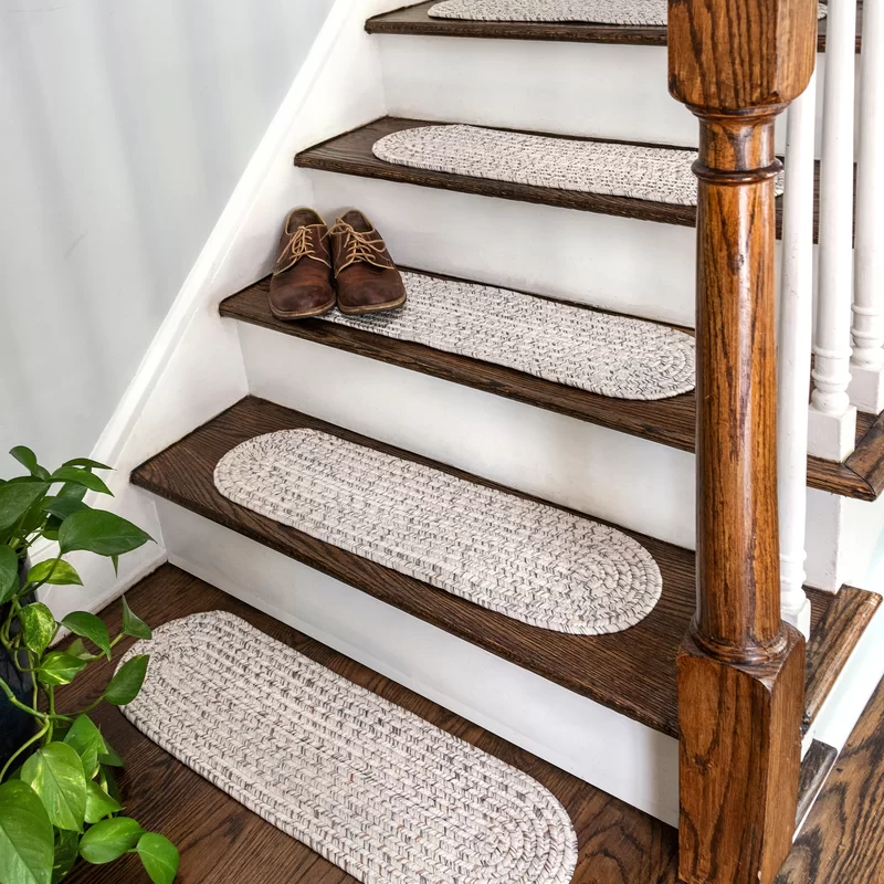 Best Godinez Stair Tread In 2020 Stairway Decorating Stair 640 x 480