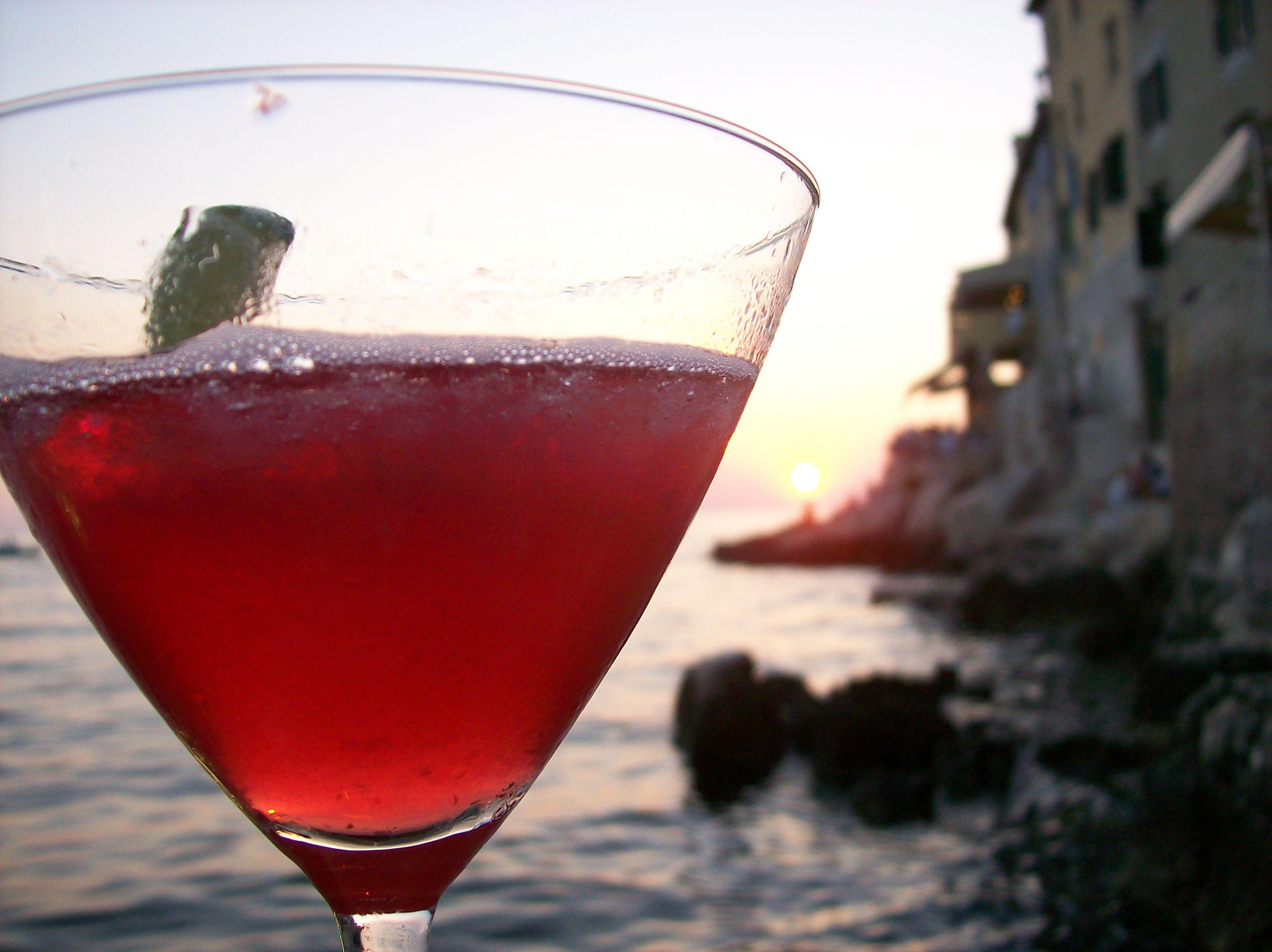 Sunset Valentino Cocktailbar In Rovinj Croatia The Good Place Alcoholic Drinks Rose Wine