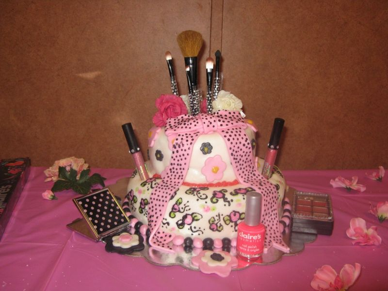 Birthday Cakes For Teenage Girls ~ This is so cute it a cake and a gift at the same time!!i think that