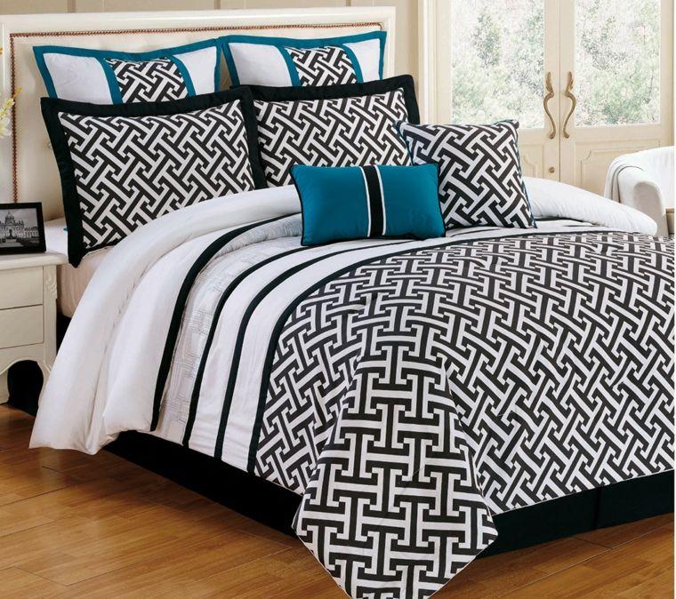 ropa de cama en blanco y negro