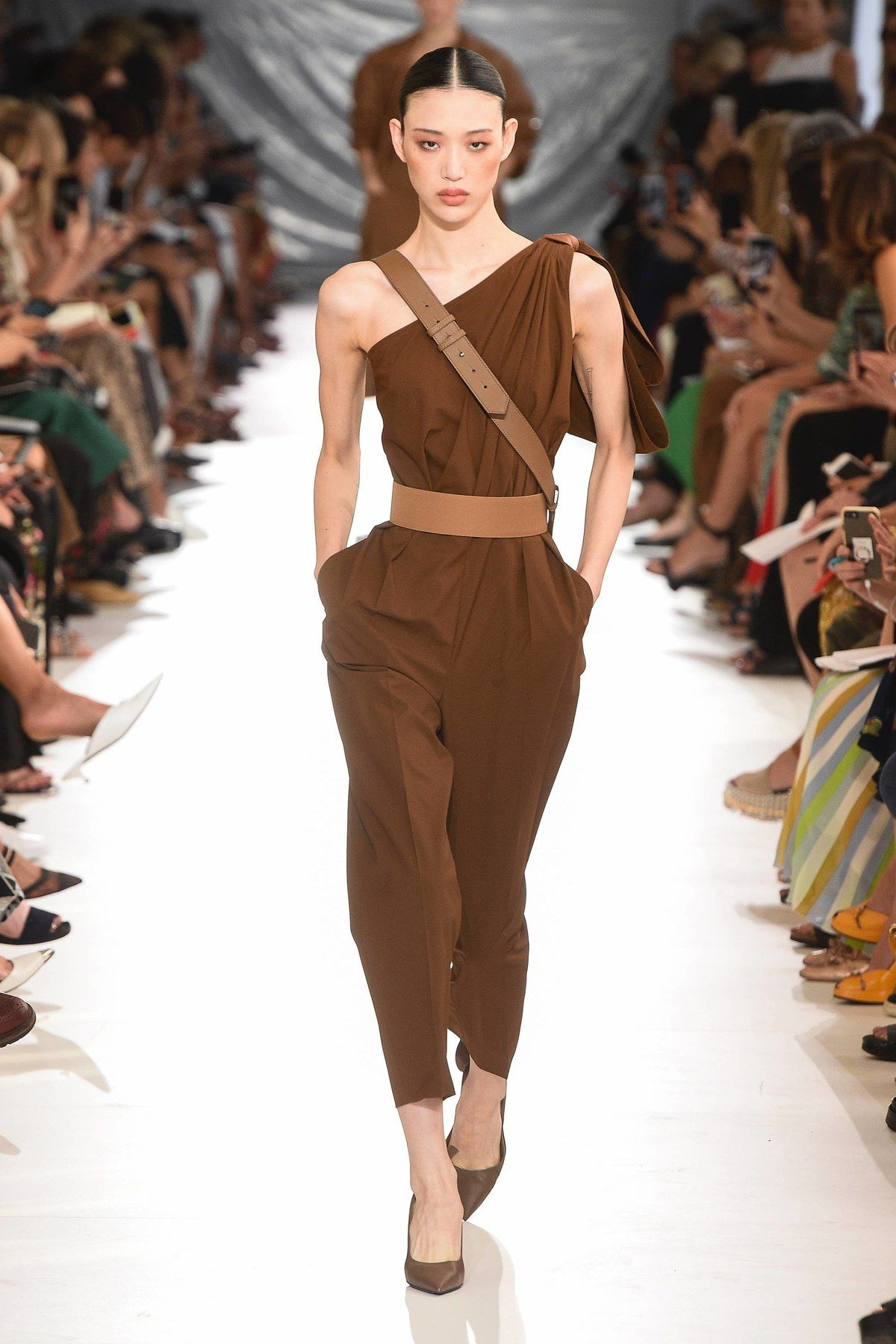 dfd004a7903 Max Mara Spring 2019 Ready-to-Wear Fashion Show