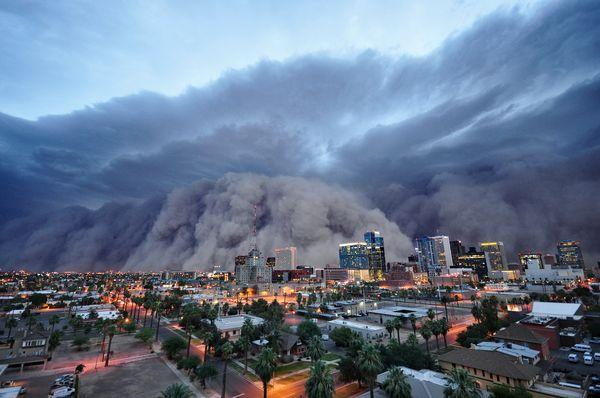 Extreme Weather Photos  A Huge Sandstorm Approaches Phoenix USA  earthTripper  time to see the world