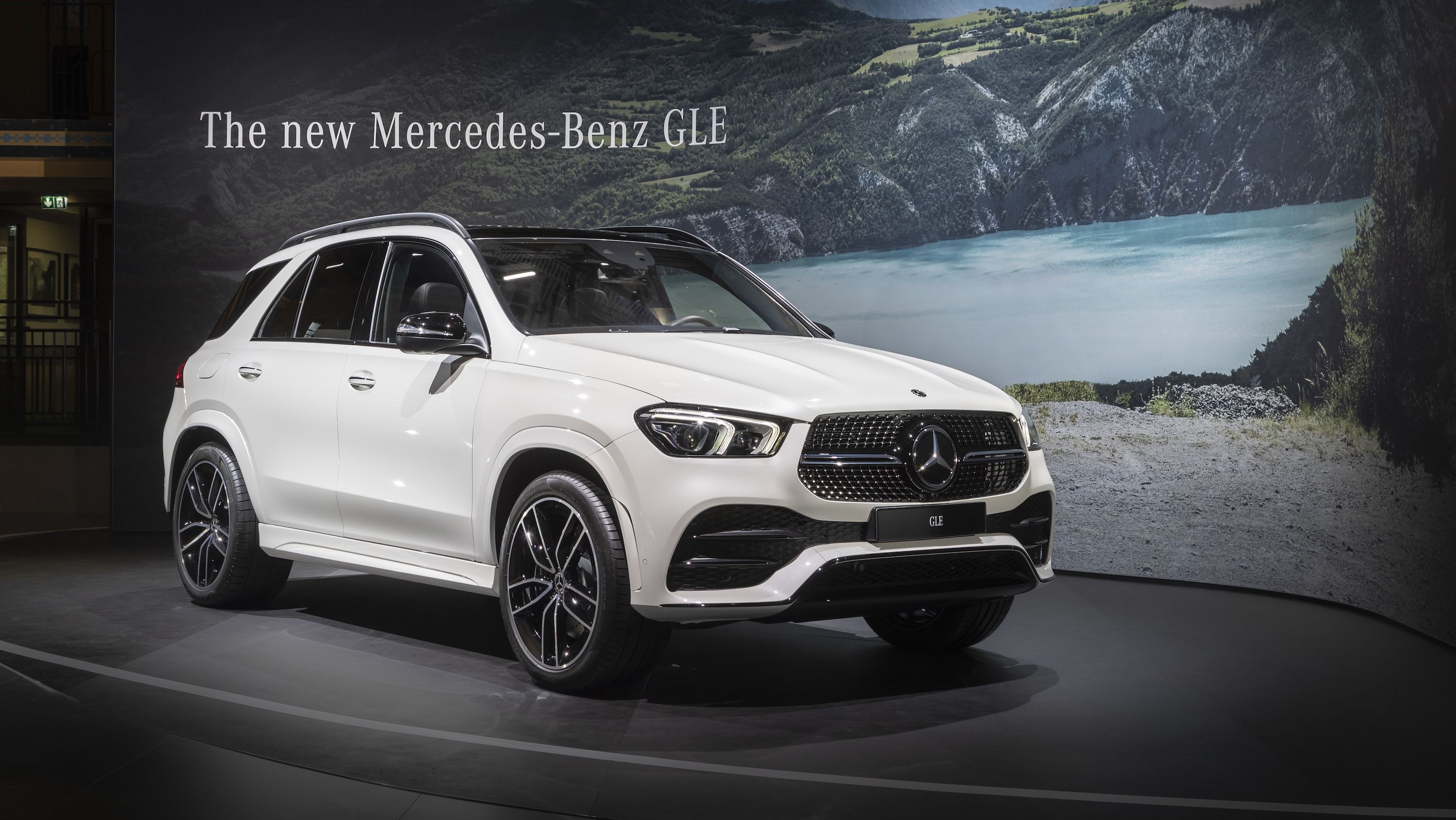2020 Mercedes Benz Gle Throws A Party Ahead Of Paris Debut With
