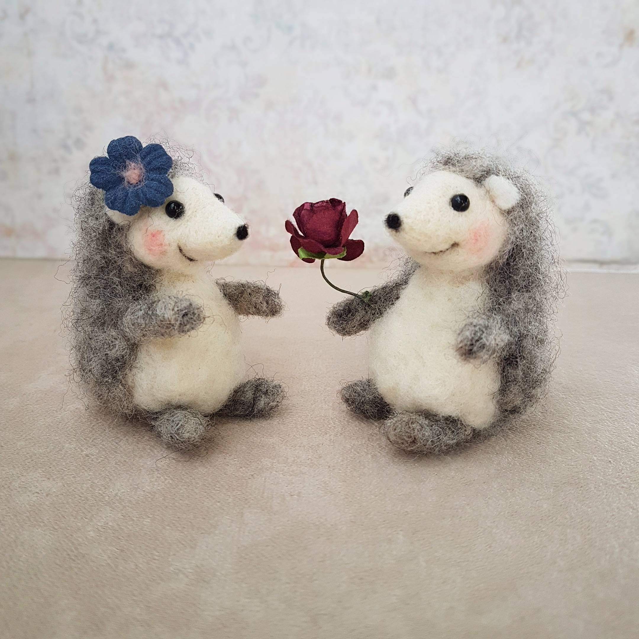 Felted hedgehog, Hedgehog gifts, 5th anniversary gift, Couple gifts, Art doll animal, Felted wool animals, Unique wedding cake topper #feltedwoolanimals