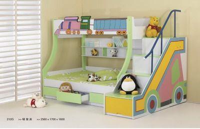 Dormitorio de decoración y una cama para niño niño