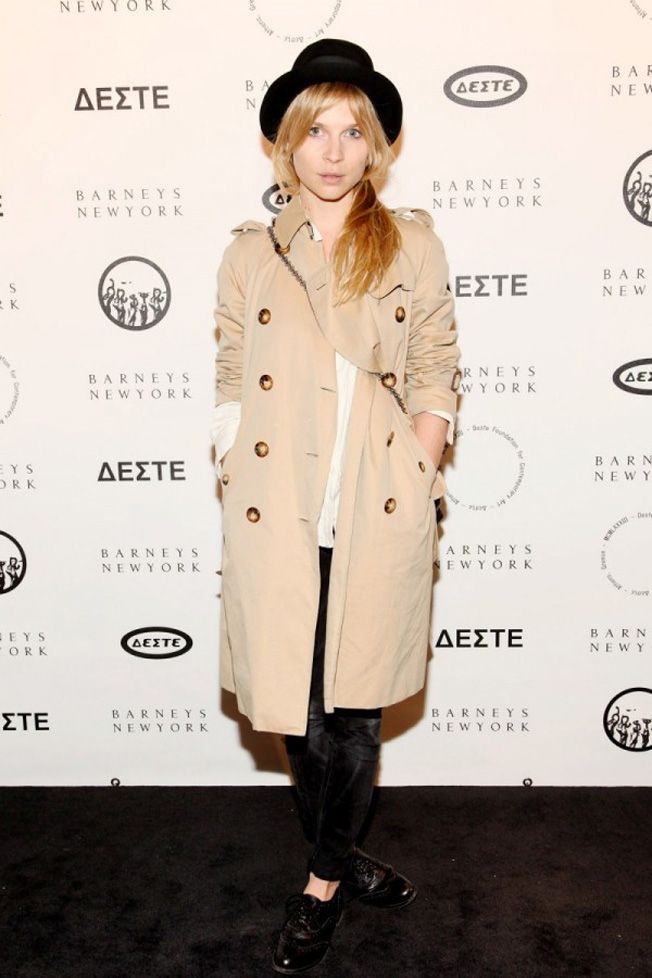Comment porter son trench     Clemence poesy, Trench and Robe 0e20e69d135