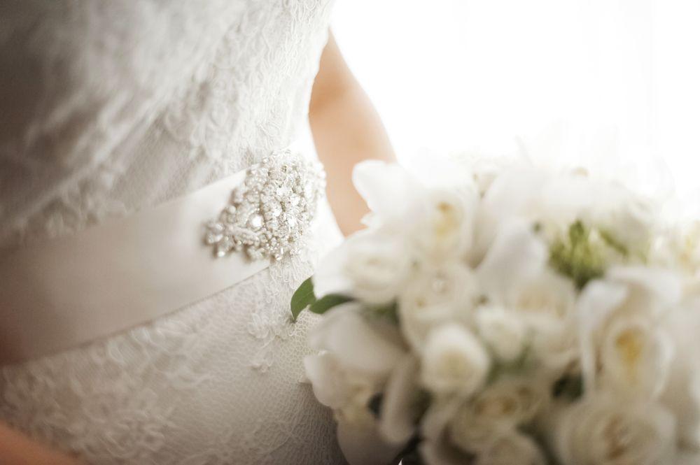 white bridal bouquet chicstatement.com