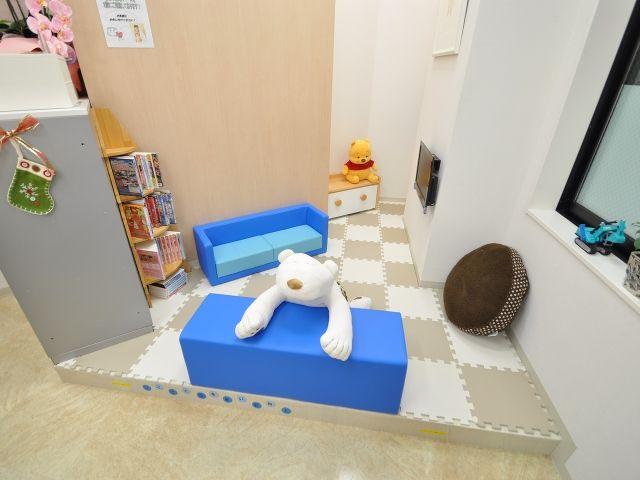 藤和ハウス清瀬店 キッズスペース写真 店舗内にはキッズスペースをご用意しております 小さなお子様がご一緒でも安心です キッズスペース キッズコーナー 美容室 内装