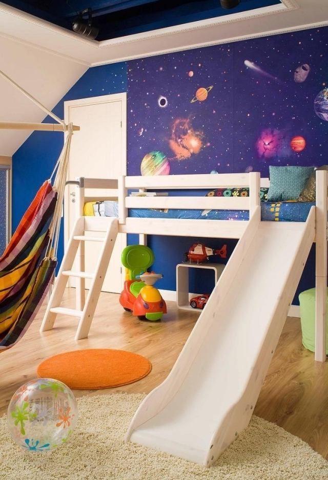 ideen wandgestaltung kinderzimmer tapete weltall hochbett mit rutsche kinderzimmer pinterest. Black Bedroom Furniture Sets. Home Design Ideas