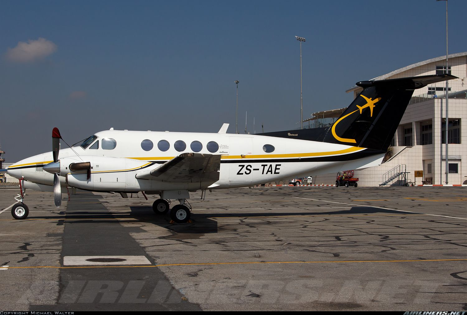 Beech 200 Super King Air aircraft picture Air charter
