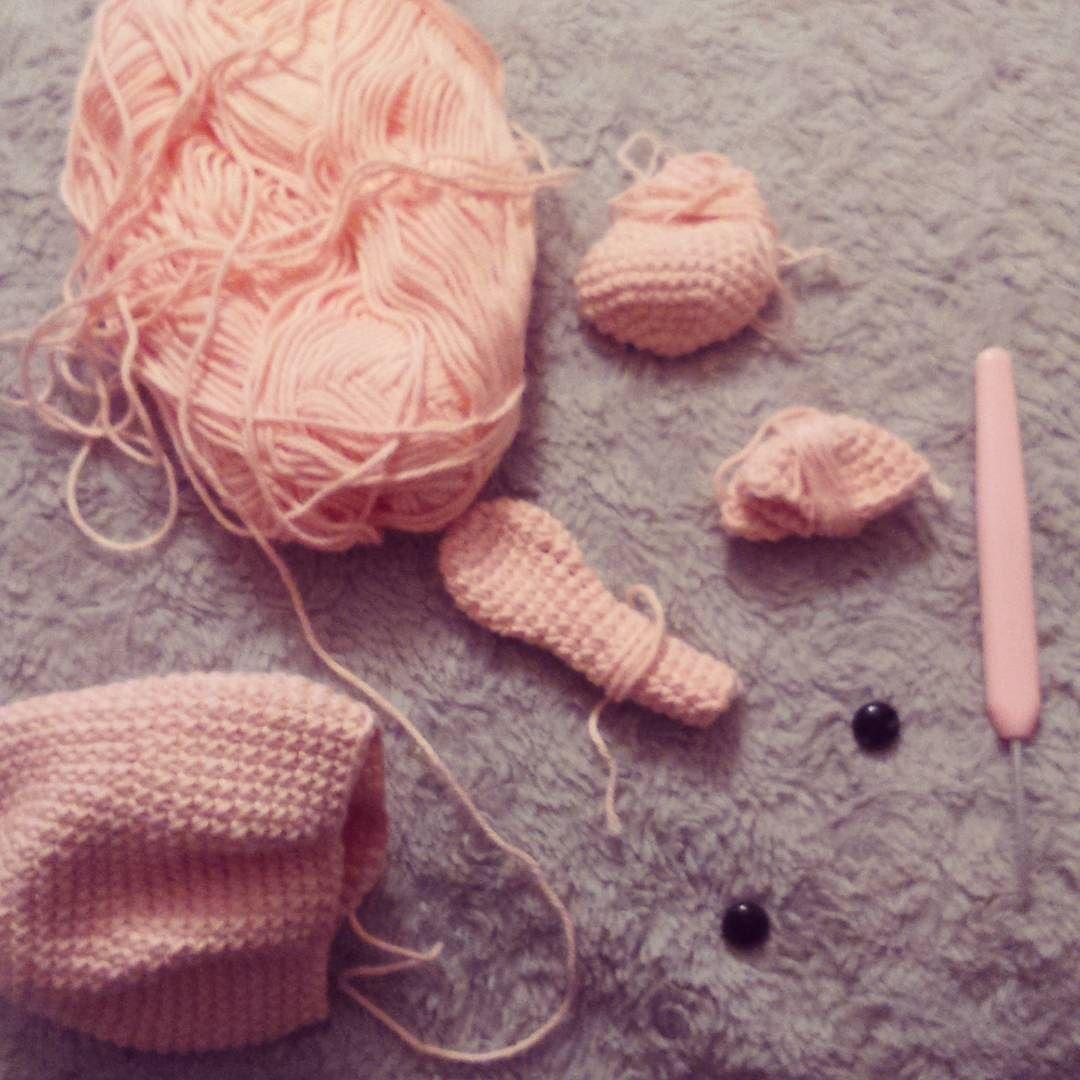plutonexiliado:: Al fin con un ratito para #tejer  #crochet #ganchillo #amigurumi #oso #rosa #pedido #tejido #proyecto