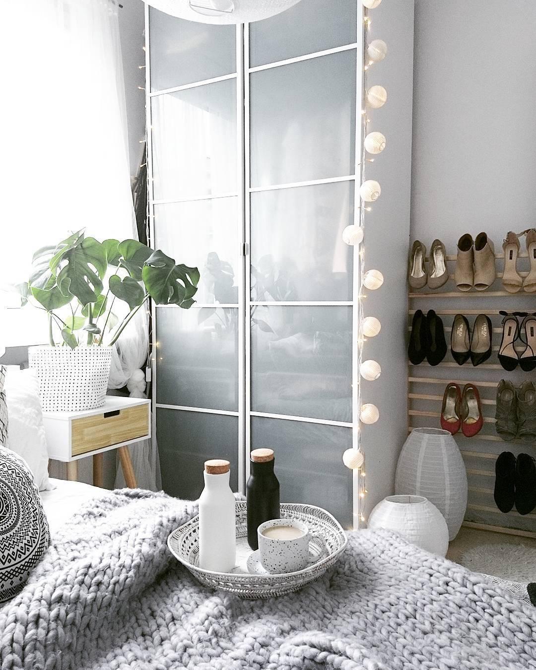 In Diesem Schlafzimmer Sorgen Wohn Accessoires Wie Die Lichterkette White  Für Stimmungsvolles Ambiente. Hier