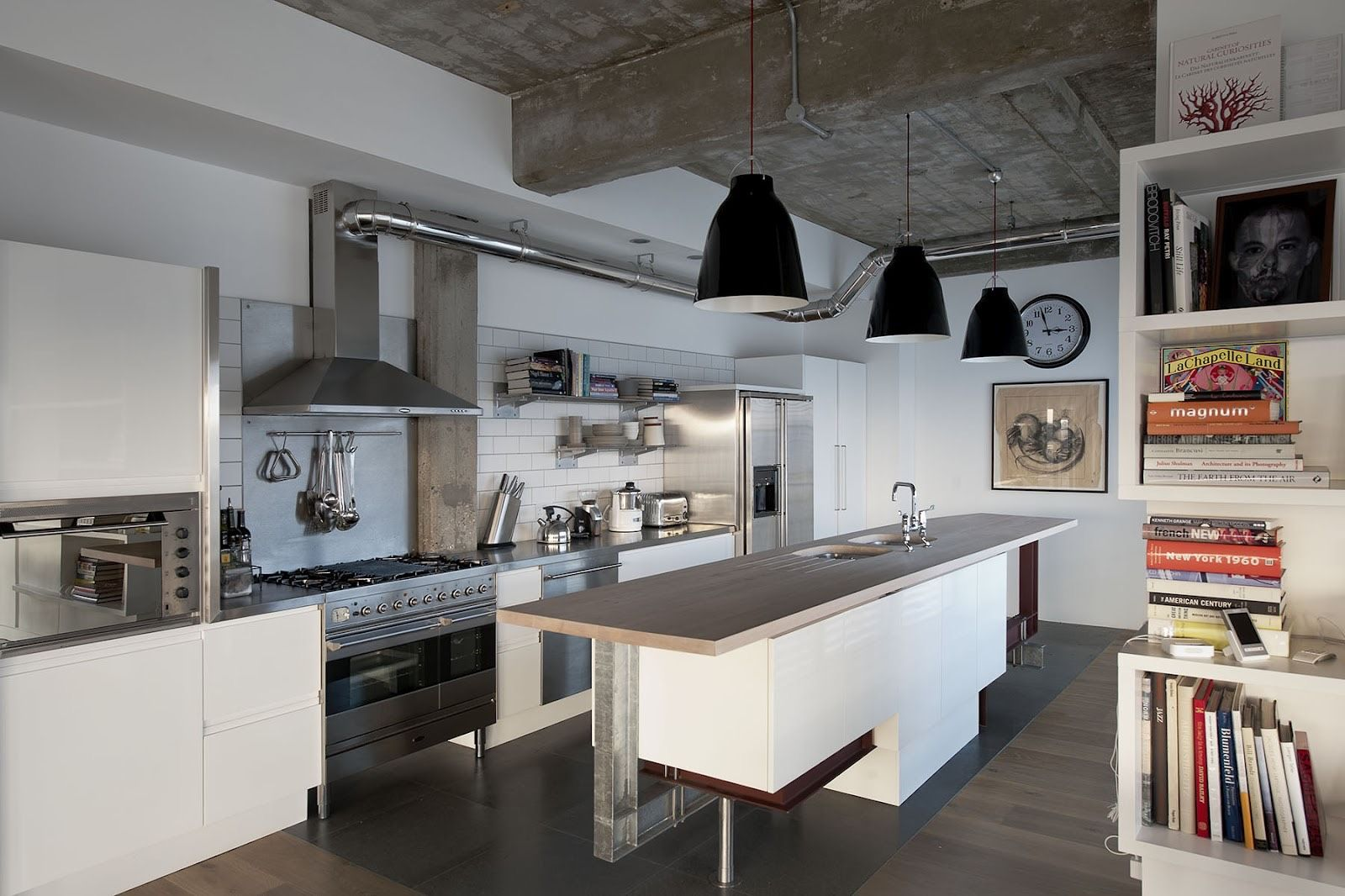 Sleek White Kitchen Cabinets In An Industrial Kitchen With Wooden Accents Industrial Decor Kitchen Industrial Kitchen Design Industrial Chic Kitchen