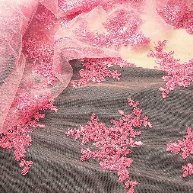 Stoff Spitze Blumenboucquets Perlen bestickt in Rosa   Bestickte ... 2f096da401