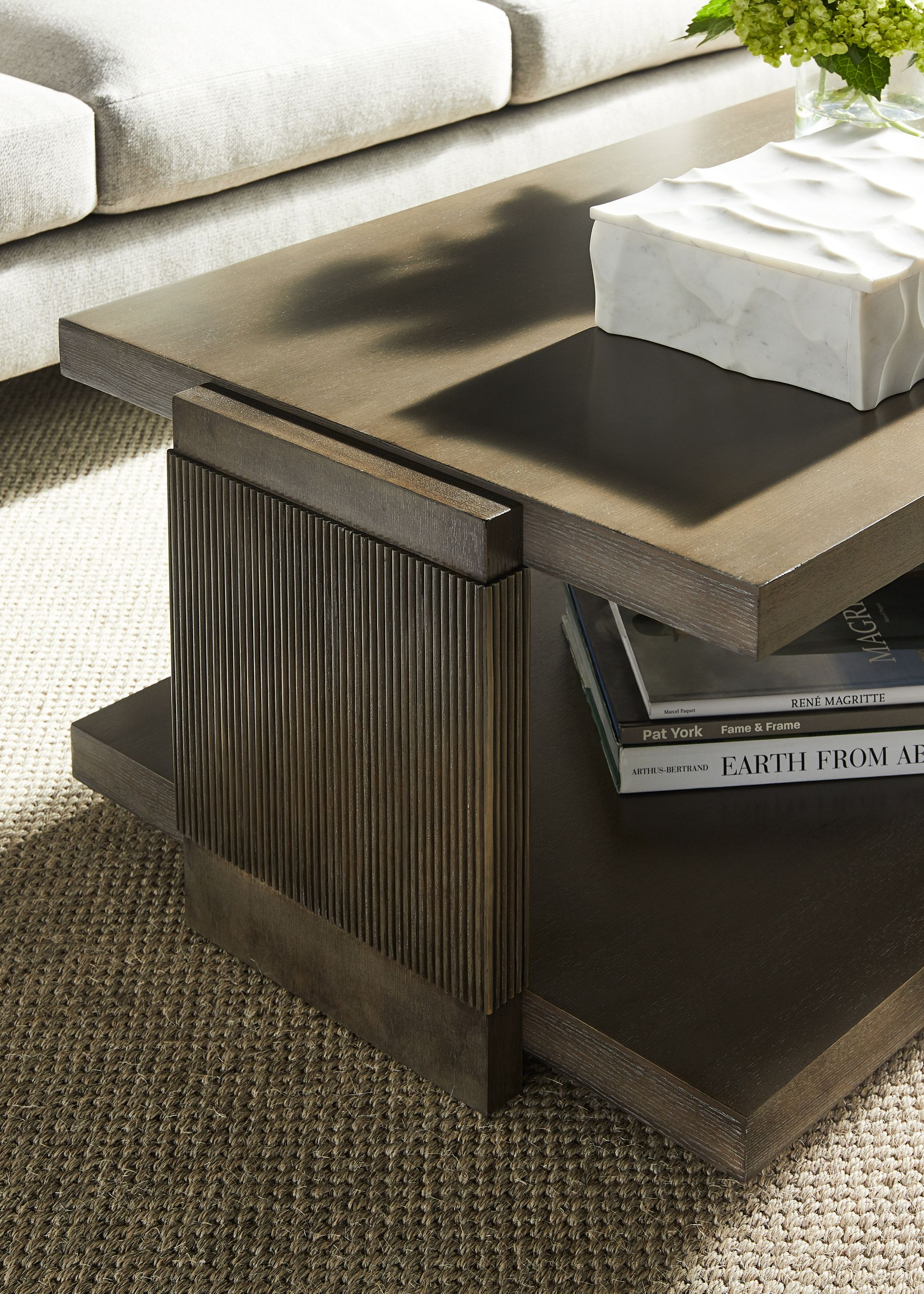 Vanguard In 2020 Vanguard Furniture High End Furniture Stores Coffee Table With Storage [ 2800 x 2000 Pixel ]