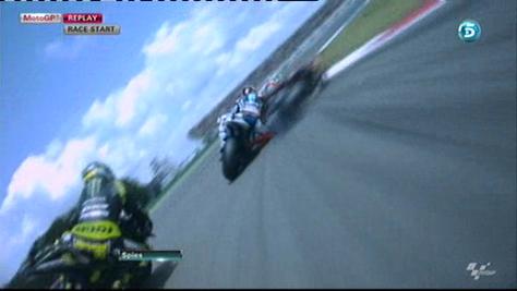Así fue la caída de Jorge Lorenzo y Bautista en la carrera de MotoGP en Assen  Bautista arrastra y echa a Jorge Lorenzo de la pelea en Assen