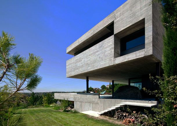 Pitch s house by i aqui carnicero compact functional for Innenarchitektur pro quadratmeter