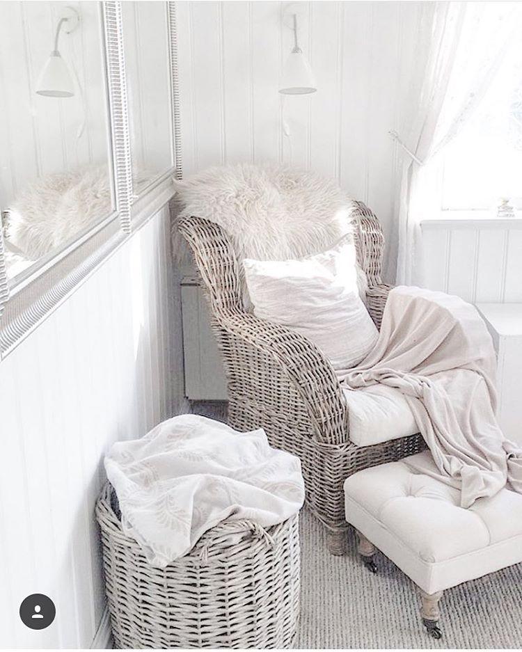 Så stilrent hos @villavang ✨ #inspire_me_home_decor #instagood #interior123 #interior4all #interiordesign #interiordesign #instahome #interior #vakrehjem #tipstilhjemmet #herregard_design #nordiskehjem #finahem #elegant #paradisetinterior