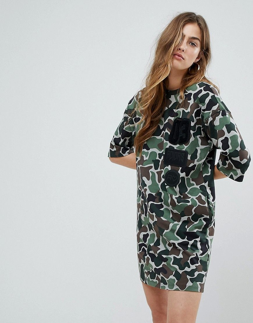 adidas Originals - T-Shirt-Kleid mit Military-Muster - Mehrfarbig ...