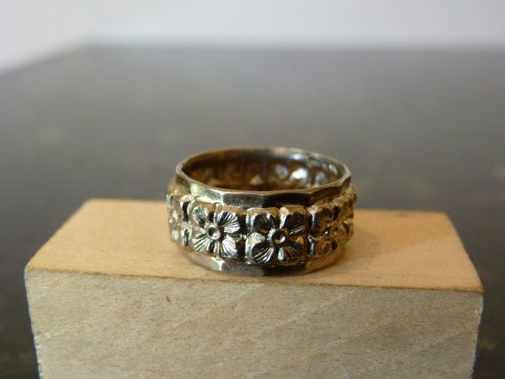 Vintage Silver Flower Band Ring by FourSailAccessories on Etsy, $22.00
