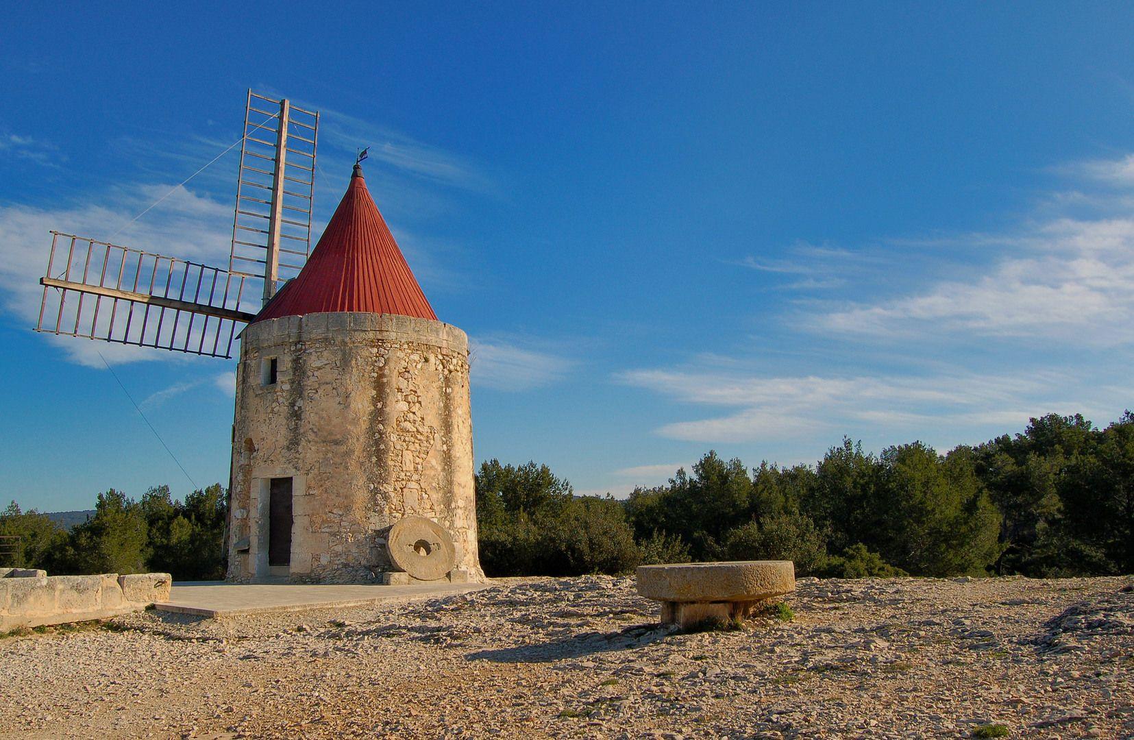 Le moulin daudet fontvieille bouches du rh ne france for Ca bouche du rhone