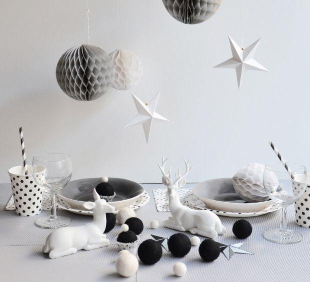une table de noël en noir et blanc | décorations de tables de noël