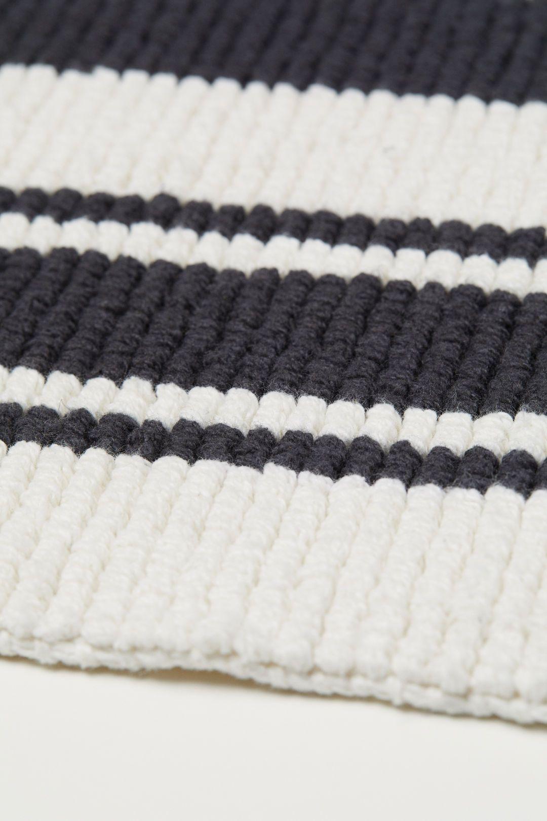 Striped Bath Mat White Black Striped Home All H M Us 2