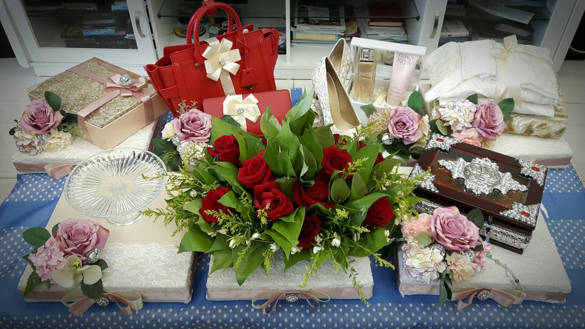 Pin By Azreen Aslie On Wedding Pinterest Mukena Bouquet More Information