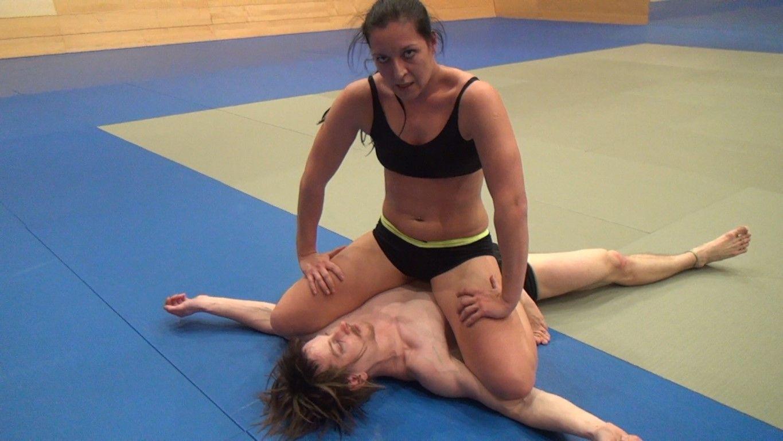 Strong asian women dominate men — photo 6