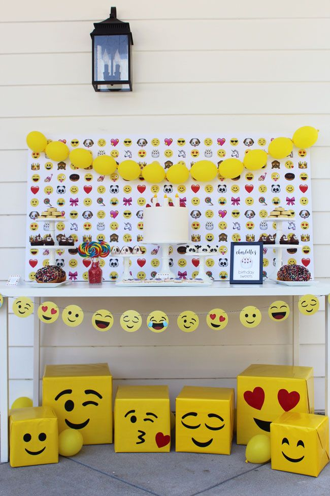 Awesome Emoji Themed 11th Birthday Party With Images Girls Emoji Birthday Party Emoji Theme Party Birthday Party Tables
