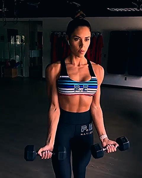 UPPER BODY DUMBBELL BLAST WORKOUT. Amazing upper body exercises for women. by IG: @kelseywells #uppe...
