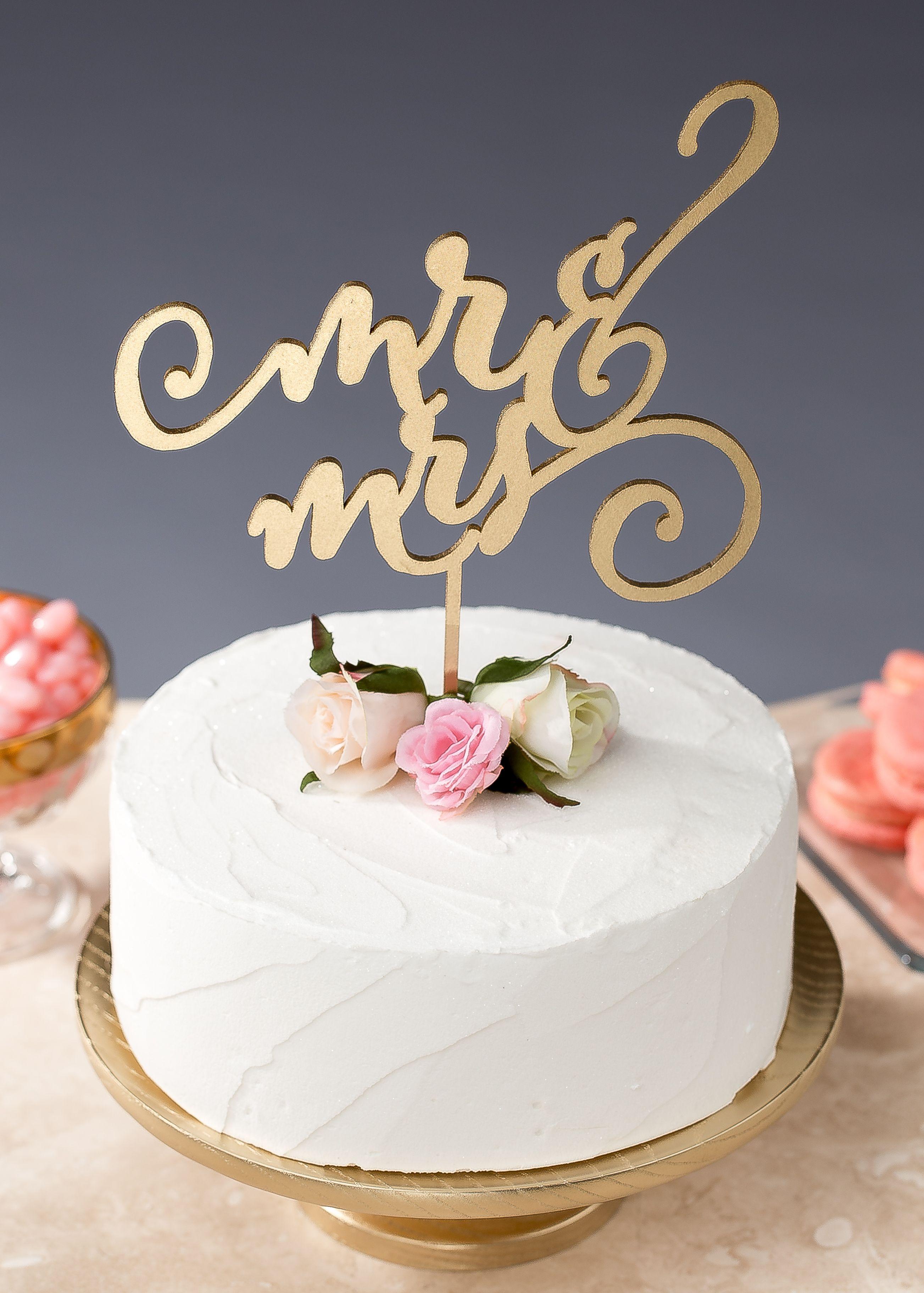Mr And Mrs Wedding Cake Topper By Better Off Wed Www Betteroffwed Co Pasteles De Boda Sencillos Adornos De Torta Boda Ideas De Pastel De Boda